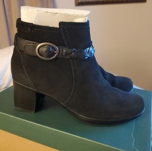 Clark's Boots 7.5M